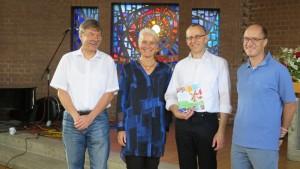 Peter Bolz, Karin Borho, Pfarrer Götz Häuser und Gerhard Borho freuen sich über Unterstützung bei Laufen mit Herz 2016